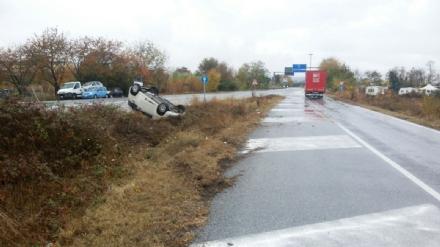 ORBASSANO - Ancora incidenti per la pioggia: Panda ribaltata sulla Circonvallazione