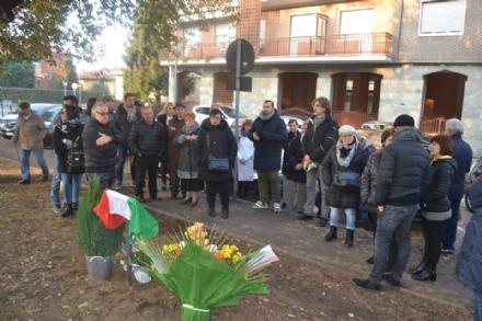NICHELINO - Commozione per lintitolazione del giardino a Bruno Santino