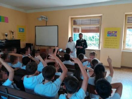 MONCALIERI - Lallarme dei carabinieri per i nuovi social che stregano gli undicenni