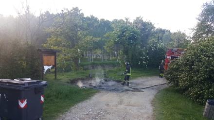 VINOVO - Raid vandalico sulle sponde del Chisola: incendiati due cassonetti