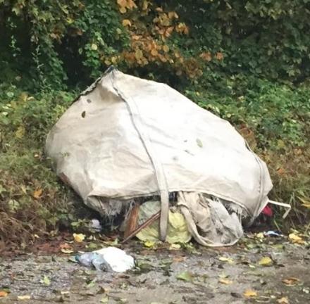 RIVALTA - Ancora un abbandono di rifiuti: è la volta di via Coazze