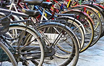 NICHELINO - Arrivano le rastrelliere per parcheggiare le biciclette