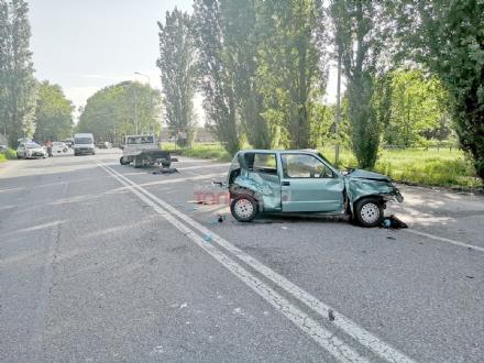 NICHELINO - Scontro tra un carroattrezzi e una 500: donna ferita