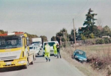 ORBASSANO - Una Fiat 600 finisce nel fosso: ferita unautomobilista
