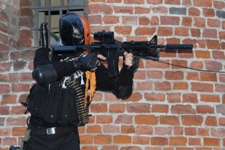 CARMAGNOLA - Chiamano i carabinieri: Uomo armato davanti lospedale. Era un travestimento
