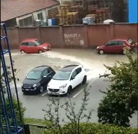 MALTEMPO - Strade e cantine allagate a Moncalieri e Trofarello: pioggia prevista per tutta la serata