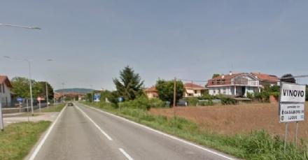 VINOVO - Litiga con il camionista, lui scende con la mazza e gli rovina la macchina