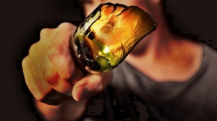 ORBASSANO - Beve dalla bottiglia di vetro e la scaglia contro i vigili: arrestato