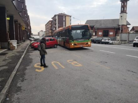 MONCALIERI - Litiga con lautista del 40 perchè non si ferma davanti alla fermata: denunciato