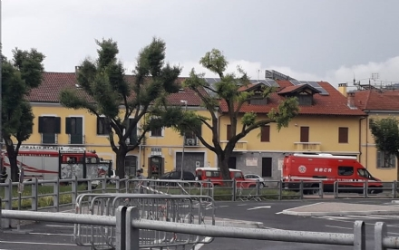 MONCALIERI - Abbandonano una latta in mezzo a Borgo Mercato e scatta lallarme bomba