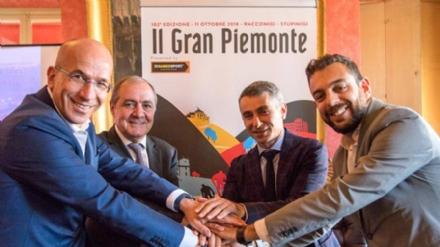 NICHELINO - La corsa ciclistica Gran Piemonte arriva a Stupinigi
