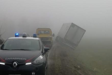 CANDIOLO - Camion finisce fuori strada e provoca il caos lungo la provinciale 142