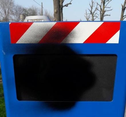 CARMAGNOLA - Ancora vandalizzati i velo ok blu del controllo velocità