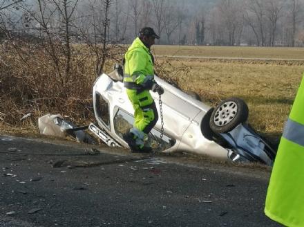 BRUINO - Incidente stradale, auto si ribalta: un uomo in prognosi riservata - FOTO