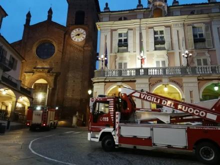 MONCALIERI - Paura per un incendio in centro storico