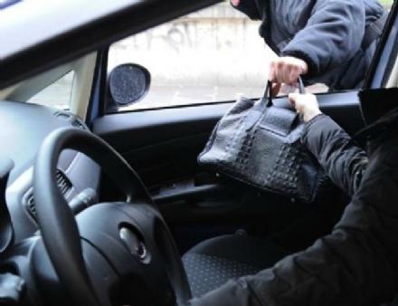 LA LOGGIA - Ancora un furto di una borsa con il trucco delle monetine