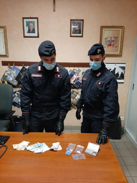 RIVALTA - Spaccia droga nonostante i divieti covid: scatta larresto e la multa da 400 euro