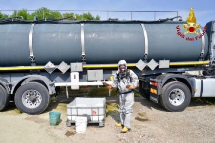 ORBASSANO - Cisterna perde acido cloridrico: Arpa monitora laria - VIDEO