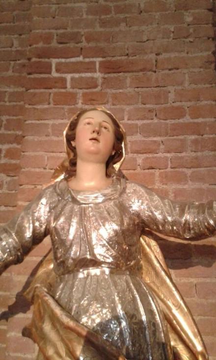 MONCALIERI - Ladri nella parrocchia Santa Maria della Scala, rubato lo stellario dalla statua della Madonna