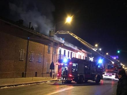 CANDIOLO - Brucia il tetto di una casa, paura in via Pinerolo