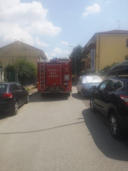 MONCALIERI - Va a fuoco un balcone: paura per una donna allinterno
