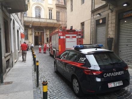 MONCALIERI - Si rompono contenitori di sostanze chimiche al Real Collegio: tre intossicati lievi