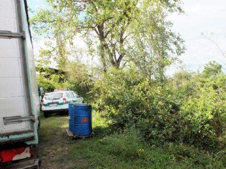 VINOVO - Abbandonano rifiuti in riva al Chisola, ma vengono incastrati dalle telecamere nascoste