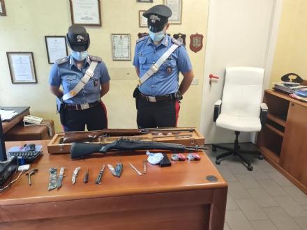 NICHELINO - Spara al vicino con un fucile ad aria compressa: arrestato dai carabinieri per atti persecutori e lesioni