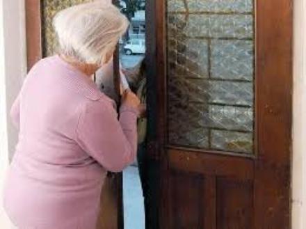 CARMAGNOLA - Finta dipendente dellerario truffa una pensionata di 84 anni
