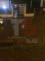 TROFARELLO - Bomba dacqua nella notte: il forte vento sradica il tetto di una casa - VIDEO - immagine 11
