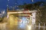 TROFARELLO - Bomba dacqua nella notte: il forte vento sradica il tetto di una casa - VIDEO - immagine 12