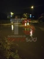 TROFARELLO - Bomba dacqua nella notte: il forte vento sradica il tetto di una casa - VIDEO - immagine 18