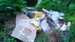 PIOSSASCO - Incivili scaricano immondizia lungo i sentieri del monte San Giorgio - immagine 1