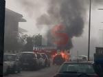 CARMAGNOLA - Auto prende fuoco durante la marcia: conducente in salvo - FOTO - immagine 1