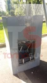 NICHELINO-ORBASSANO - Rubano una cassaforte, la svuotano e la lasciano in tangenziale - FOTO - immagine 1