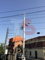 NICHELINO - La bici resta incastrata nelle sbarre del passaggio a livello e finisce per aria - immagine 1
