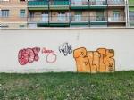 NICHELINO - Vandali in azione in via Buffa: imbrattati muri, portoni e giochi bimbi - immagine 1