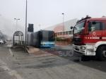 BEINASCO - Prende fuoco un autobus di linea: lautista blocca il mezzo e salva i passeggeri  - FOTO - immagine 7