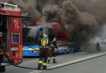 BEINASCO - Prende fuoco un autobus di linea: lautista blocca il mezzo e salva i passeggeri  - FOTO - immagine 1