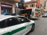 NICHELINO - Camion in divieto paralizza la circolazione in via Torino - immagine 1