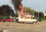 MONCALIERI - Camper prende fuoco in borgata Santa Maria - immagine 2