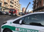 NICHELINO - Crollano calcinacci su una fermata dellautobus - FOTO e VIDEO - immagine 1