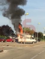 MONCALIERI - Camper prende fuoco in borgata Santa Maria - immagine 1