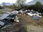 PIOSSASCO - Abbandonano rifiuti in un campo: beccati dalla polizia locale - immagine 1