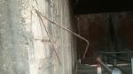 MONCALIERI - Vetri rotti abbandonati e pilastri del ponte rovinati: lallarme di Borgo Mercato - immagine 2