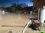 MONCALIERI - Vigili del fuoco e operatori comunali al lavoro per prosciugare gli ultimi residui dacqua - immagine 3