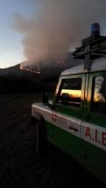 SANGANO - Incendio sul monte San Giorgio sotto la punta Pietraborga - immagine 1