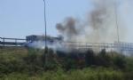 BEINASCO - Auto a fuoco sulla tangenziale: motore surriscaldato dal caldo - immagine 1