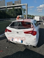 TANGENZIALE IN TILT - Tamponamento tra cinque vetture, code di dieci chilometri - FOTO - immagine 1
