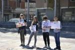 NICHELINO - Un flash-mob dei ragazzi della scuola media: solidarietà ai compagni armeni Lyana e Jury - FOTO - immagine 1